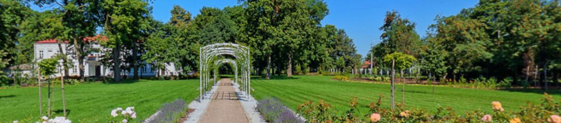 Przed pałacem w Zielonej